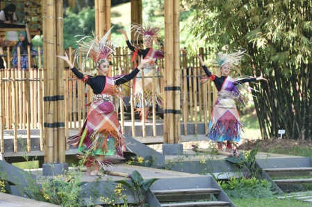 bamboo playhouse_dance